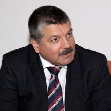 доц. д-р Юрий Кучев